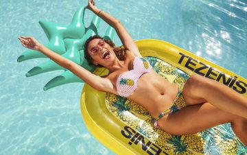 TEZENIS: FLOATING ABOUT