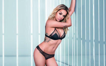TEZENIS PRESENTS RITA ORA in the YOUR SONG TV COMMERCIAL 2017